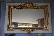 1 antieke spiegel, vv houten om