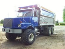 2000 Volvo WG64 Camion