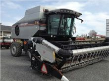 2005 Gleaner R65 Batteuse