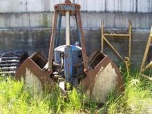 1980 B & K Crane grabber for cr