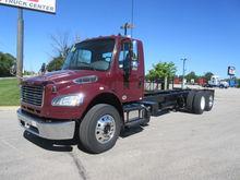 2013 Freightliner M2106