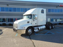 2011 MACK CXU613 SLEEPER