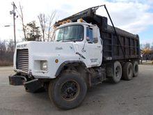 1997 Mack DM690S Truck