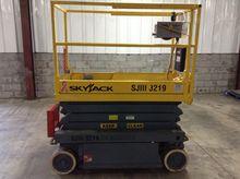 Used 2005 Skyjack 32