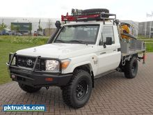 Toyota Land Cruiser HZJ79L #to3