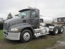 2010 MACK PINNACLE CXP613