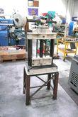 UKENDT Swing press