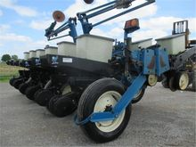 Used Kinze 2200 in W