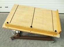Vibrating table #06B028