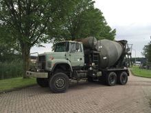 2001 Ford 9000 L Concrete Mixer