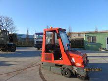 2005 HAKO JONAS Sweeping Truck