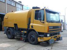 DAF CF65.210 met veegopb Sweepi