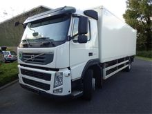 Volvo FM 370 Box with load lift