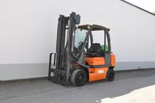2003 Nissan UD02A25PQ Forklift
