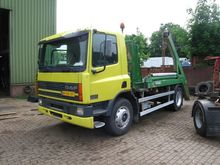 2000 DAF 75 cf Container transp