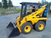 UNC 060 skid steer loader