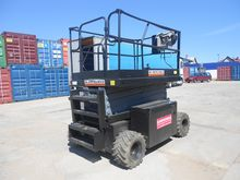 Scissor lift UpRight 33 XRT - 1