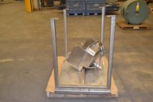 LOT OF TABLE AND STAINLESS KNEE