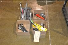 LOT-WRENCHES & SOCKETS