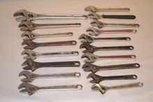 LOT OF ASSORTED CRESCENT WRENCH