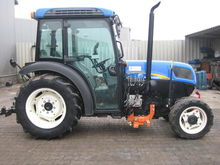 2011 New Holland T4040N