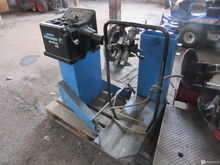 Tire balancing machine Hoffmann