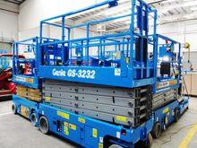 2007 Genie GS-3232 Battery Scis