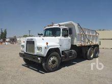 1981 MACK R686ST 6x4 Dump Truck