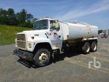 1995 FORD L8000 3880 Gallon T/A