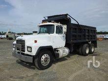 1998 MACK RD690S Dump Truck (T/