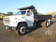 1989 FORD F800 S/A Flatbed Truc
