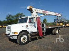 1999 INTERNATIONAL 4700 w/Terex