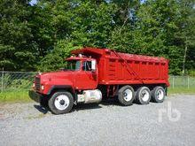 2000 MACK RD688S Dump Truck (Tr