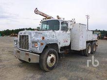 1988 MACK R690ST T/A Service Tr