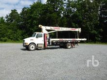 2001 STERLING M7500 S/A w/Terex