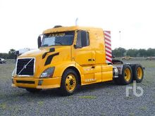 2013 VOLVO VNL64T430 6x4 Sleepe