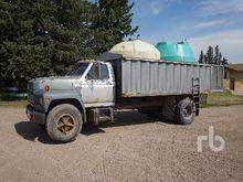 1983 FORD F700 Grain/Spray Truc