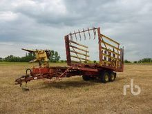 NEW HOLLAND 1063 Bale Wagon