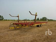 LAURIER H4250 Bale Wagon