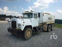 1987 MACK R686ST Water Truck