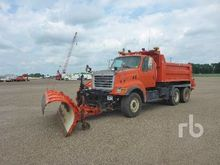 2002 STERLING LT9500 T/A Plow/S