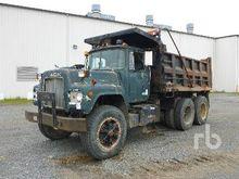 1983 MACK RD612 Dump Truck (T/A