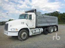 2000 MACK CX613 Dump Truck (Tri