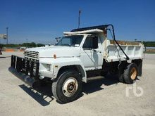 1982 FORD F700 Dump Truck (S/A)