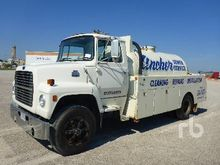 1985 FORD L8000 1800 gallon Sew