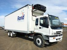 2004 ISUZU 6x2 Reefer Truck