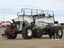 2014 BOURGAULT 7950 Tow-Behind