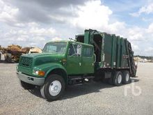 1999 INTERNATIONAL 4900 Crew Ca
