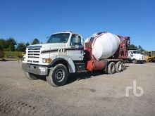 1999 STERLING L9500 T/A Mixer T