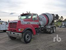 2000 STERLING L9500 T/A Mixer T